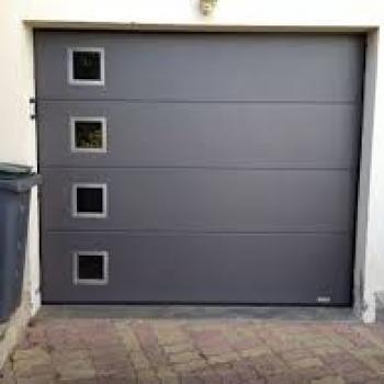 Porte de garage motorisée à Guéreins