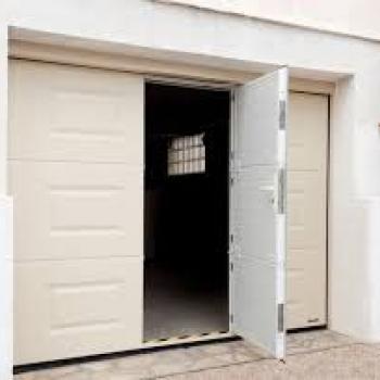 Porte de garage portillon intégré à Trévoux